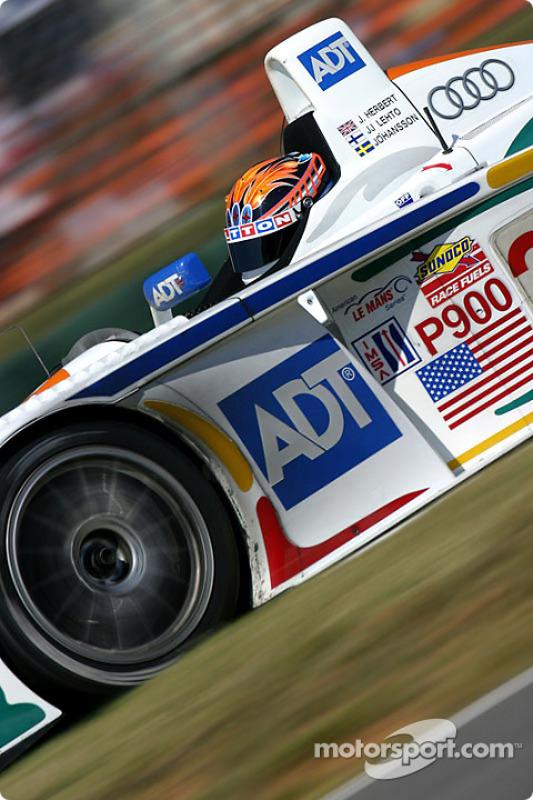 l'Audi R8 n°38 du Team ADT Champion Racing pilotée par Johnny Herbert, JJ Lehto
