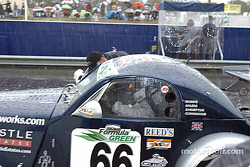 Pitstop for #66 Adam Sharpe Motorsport Morgan Aero 8: Adam Sharpe, Neil Cunningham, Keith Ahlers, Tom Shrimpton