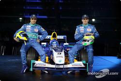 Фелипе Масса и Джанкарло Физикелла рядом с новым Sauber Petronas C23
