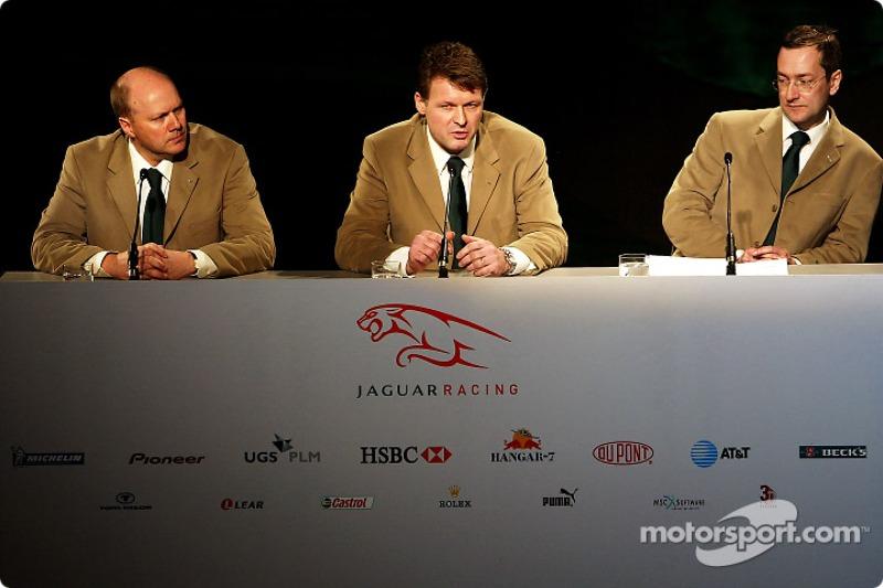 Direktör, mühendising for Jaguar Racing, Ian Pocock, Direktörü, Jaguar Racing, David Pitchforth ve CEO, Premier Performance Division Tony Purnell talk about their plans for 2004 F1 season