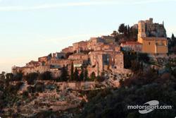 Un village français tradionnel dans les montagnes