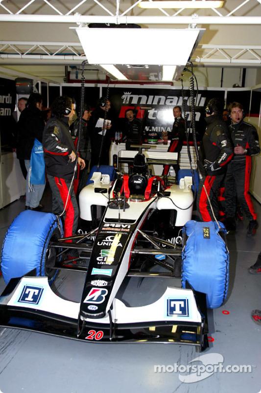 Minardi se prépare pour la séance d'essais