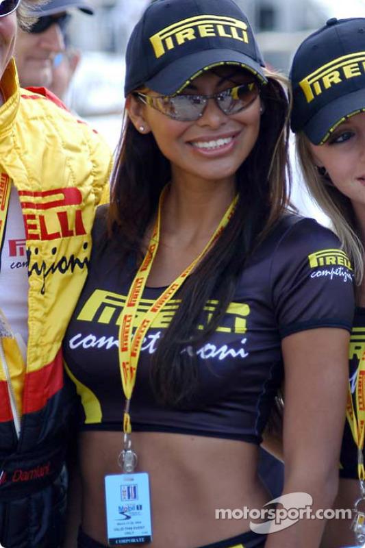 Une autre superbe Pirelli Girl