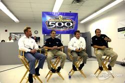 Le pilote d'Access Motorsports Greg Ray, son crew chief Jamie Nanny, son ingénieur Mike Colliver et