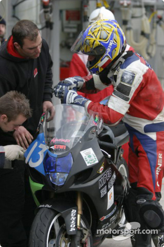 La Suzuki GSXR n°13 du Moto Club Gemenos (Romain Bonvicini, Henri Fauque, Christophe Perrin)