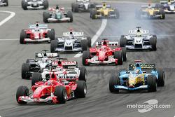 Start: Michael Schumacher leads the field