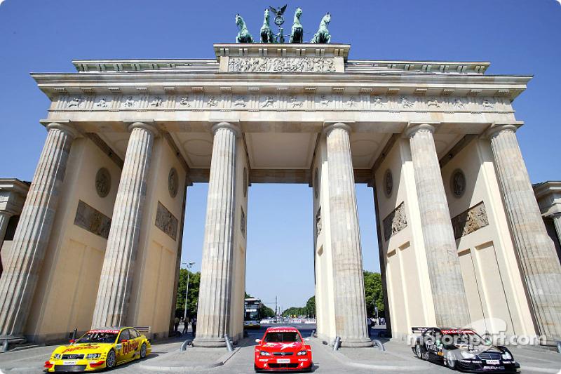DTM vs football event in Berlin: DTM cars in front of Brandenburg gate