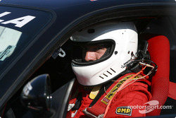 Club de hockey canadiense estrella Patrice Brisebois en un Ferrari Challenge car
