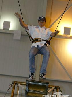Sauber visita el Cirque du Soleil: Giancarlo Fisichella