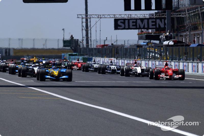 Arrancada: la pole position era para Fernando Alonso con Michael Schumacher a su lado.