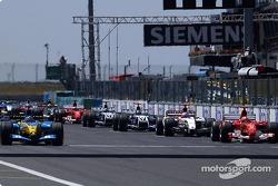 Arrancada: Fernando Alonso y Michael Schumacher