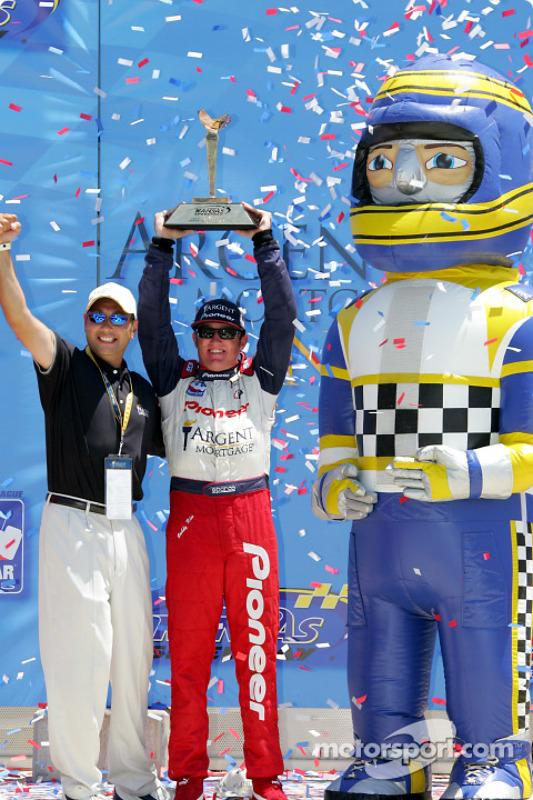 Victory lane : le vainqueur Buddy Rice