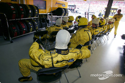 Jordan team members wait for next pitstop