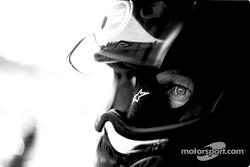 Miembro del equipo BAR Honda espera pitstop
