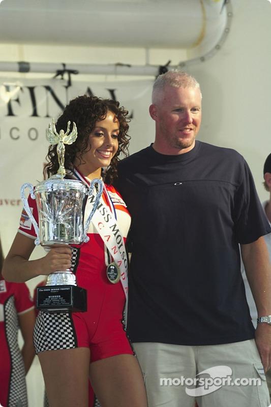 La gagnante du concours Canadian Miss Molson Indy 2004 avec Paul Tracy