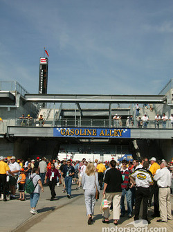 Fans on Gasoline Alley