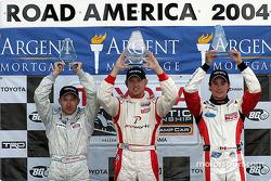 Podium : le vainqueur Ryan Dalziel avec Jon Fogarty et Andrew Ranger