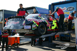 Terry Labonte crew unload the transporter