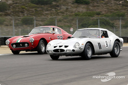 La Ferrari 250 GTO n°9 1962 , John Mozart, et la Ferrari 250 GT SWB n°32 1960, Jerry Lynch