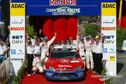 Podio: Sébastien Loeb y Daniel Elena con Carlos Sainz y Marc Marti
