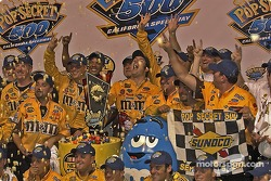 Victory circle in place of confetti: buttered popcorn, it's the Pop Secret 500
