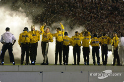 Elliott Sadler crew watch their driver perform the traditional burnout