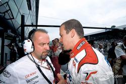Olivier Panis talks with Mike Gascoyne