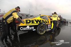 Matt Kenseth crew push his car to the garage