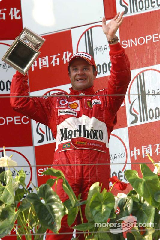 Podium : le vainqueur Rubens Barrichello fête sa victoire