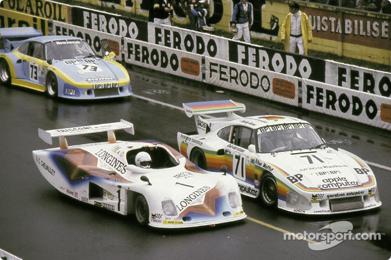 На стартовой решетке: #71 Dick Barbour Racing Porsche 935 K3, #1 André Chevalley Racing ACR Longines Ford