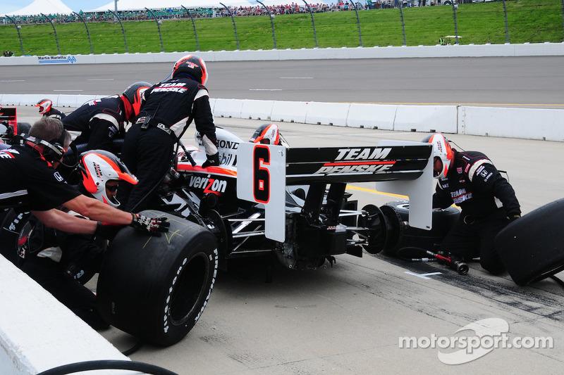 Ryan Briscoe, Team Penske effectue un arrêt