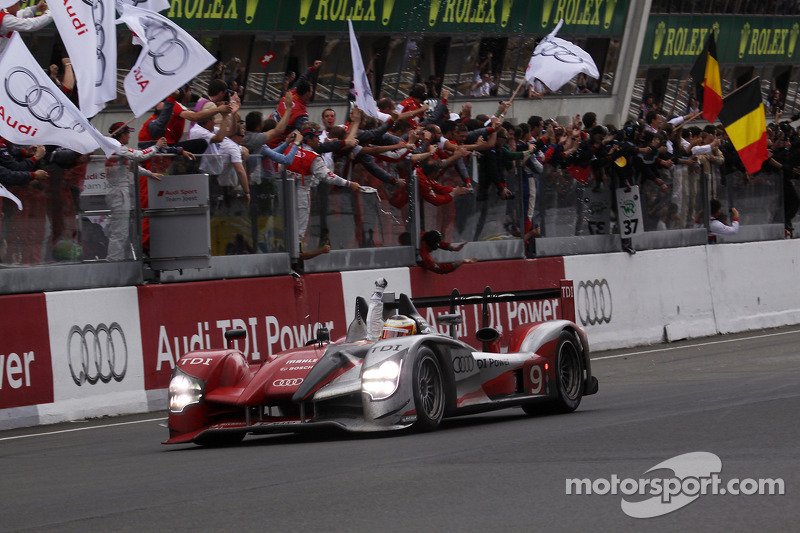 2010 - Audi R15 : Mike Rockenfeller, Timo Bernhard, Romain Dumas