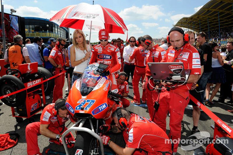 Casey Stoner, Ducati Marlboro Team met zijn vrouw Adriana