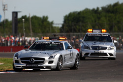 Safety car and medical car