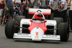 Крис Гудвин за рулем McLaren Tag MP4/2C 1986 года Алена Проста