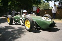 1960 Lotus Climax 18 Джима Кларка. за кермом Джон Чізом