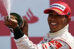 Подіум: другий призер Льюіс Хемілтон, McLaren Mercedes
