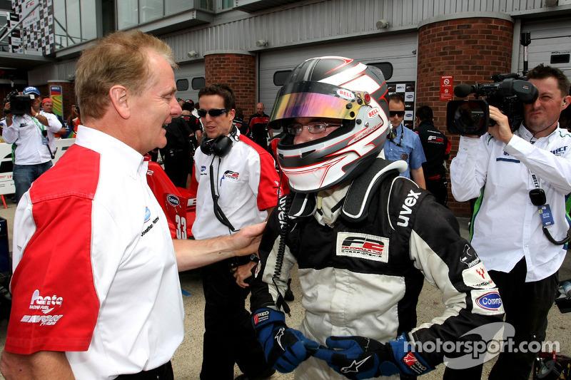 Race winnaar Philipp Eng met Jonathan Palmer CEO MotorSport Vision