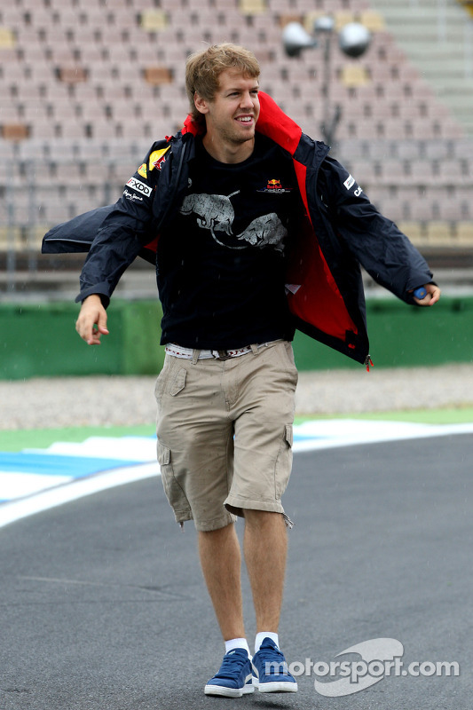 Sebastian Vettel, Red Bull Racing wandelt op het circuit