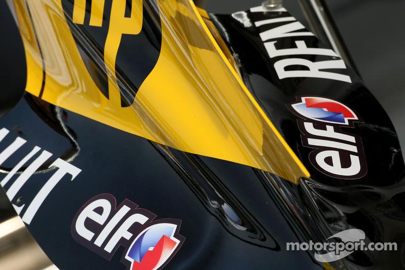 Le capot moteur de la Renault vu de près