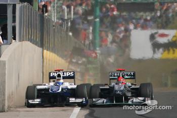 Rubens Barrichello, Williams F1 Team and Michael Schumacher, Mercedes GP