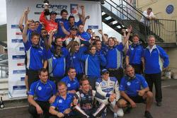 Team Carlin celebrate 1-2-3-4 finish with race winner James Calado, Jean-Eric Vergne, Rupert Svendsen-Cook and Adriano Buzaid