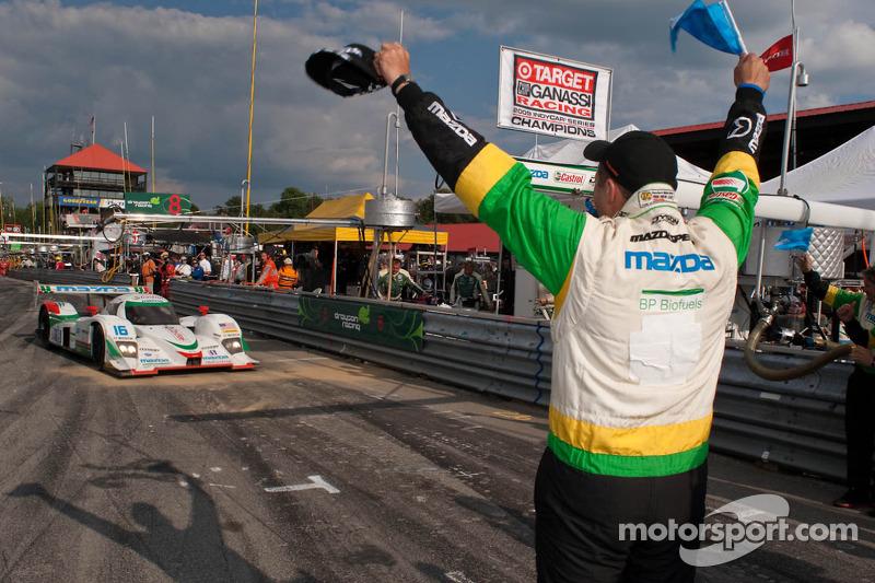 Race winnaar #16 Dyson Racing Team Lola B09 86 Mazda: Chris Dyson, Guy Smith