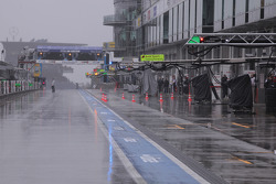 Grosse pluie et brouillard, piste fermée!