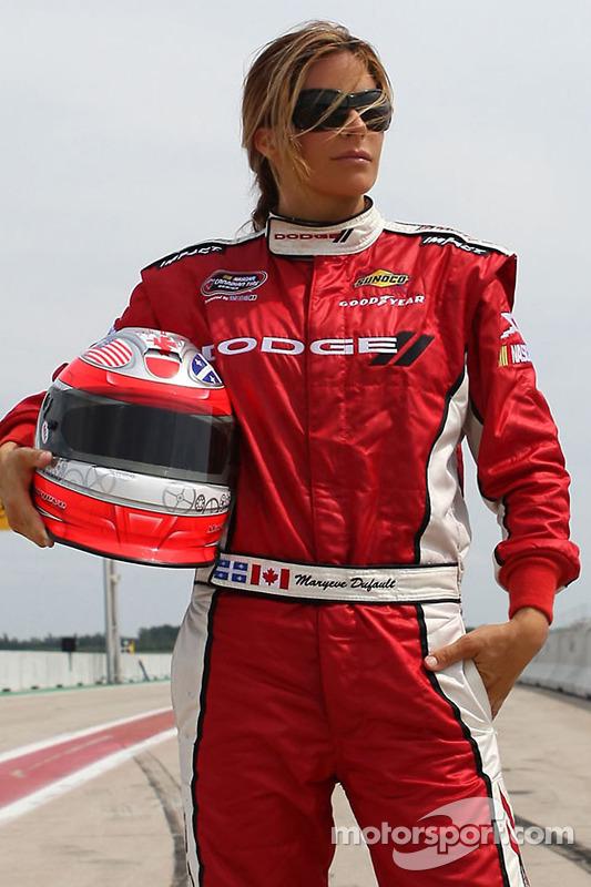 Chrysler, Jeep, Dodge, Ram Quebec Dealers hebben deal met FAZZT Race Team rijder Maryeve Dufault