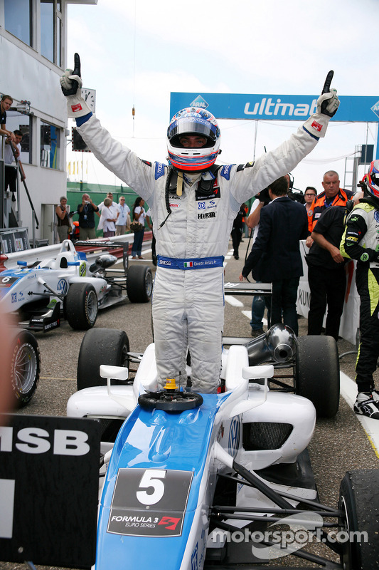 Race winnaar Edoardo Mortara, Signature Dallara F308 Volkswagen