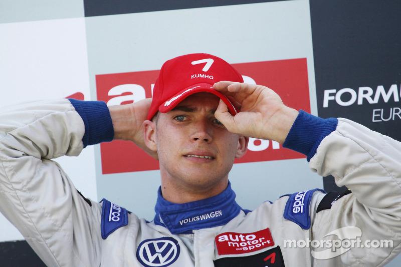 Podium: winnaar Edoardo Mortara, Signature Dallara F308 Volkswagen