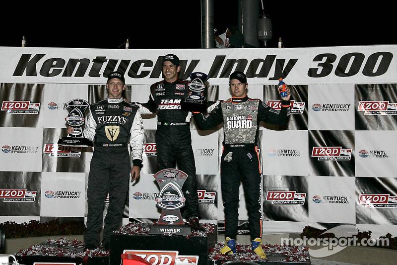 Podium: race winnaar Helio Castroneves, Team Penske, 2de Ed Carpenter, Panther Racing/Vision, 3de Dan Wheldon, Panther Racing