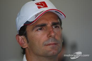 Pedro de la Rosa replaces Sergio Perez