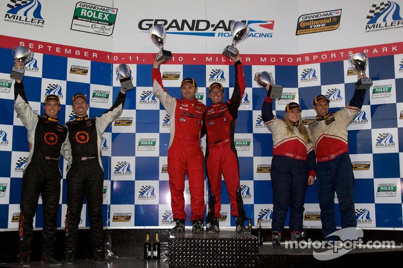 ST podium: class winnaars Ian Baas en Aaron Povoledo, 2de Sarah Cattaneo en Owen Trinkler, 3de Lawson Aschenbach en David Thilenius